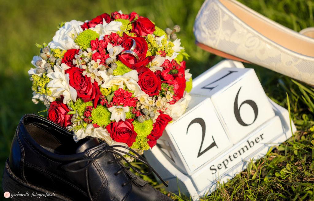 Hochzeitsfotograf Göttingen | Arrangement Hochzeit Schuhe| Hochzeitsfotografie