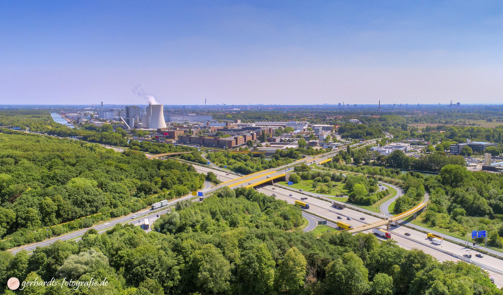 VW Nutzfahrzeuge | Johnson Controls Hannover Luftbild - Luftbildfotografie Göttingen
