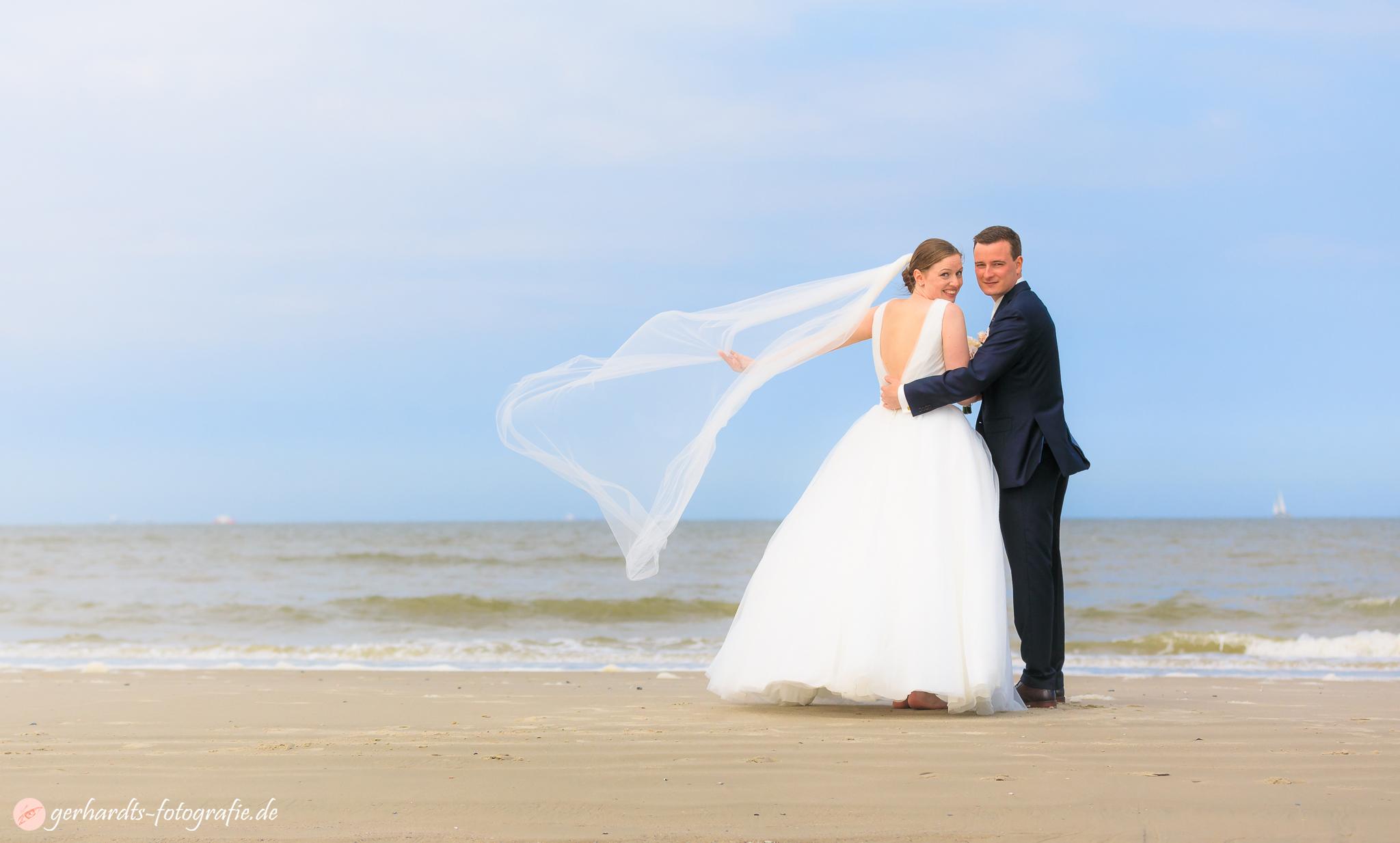 Frischer Wind am Strand von Wangerooge - Hochzeitsfotograf Wangerooge